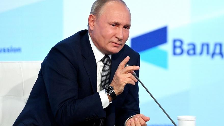 «Совершенная фантасмагория». Путин — об обязательной вакцинации, ЛГБТ и поставках газа в Европу