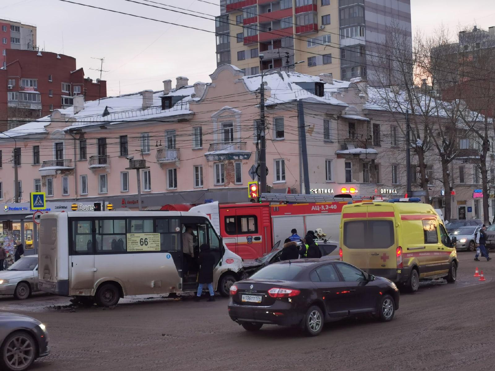 В аварии пострадал один пассажир маршрутки
