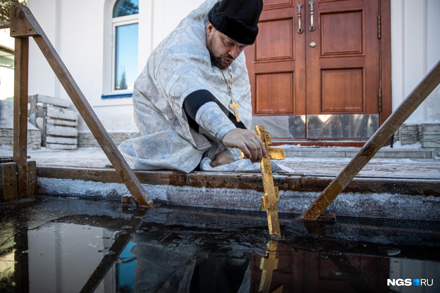 Отец Олег считает, что вера в Бога может помочь осужденным начать новую жизнь