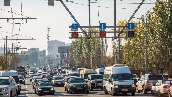 На улицах Самары установят умные светофоры и электронные дорожные знаки: список