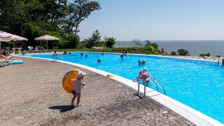 Как выглядит аквазона в парке «Станция Морская»: показываем бассейн над обрывом