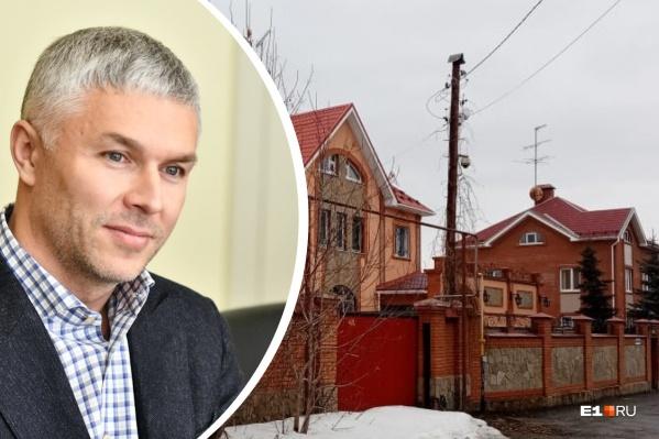 Заммэра по строительству Рустам Галямов рекомендовал оставить квартал с роскошными домами