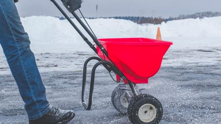 Песок, «Бионорд» или простой трактор? Тестирование самых популярных способов избавления дорог от наледи