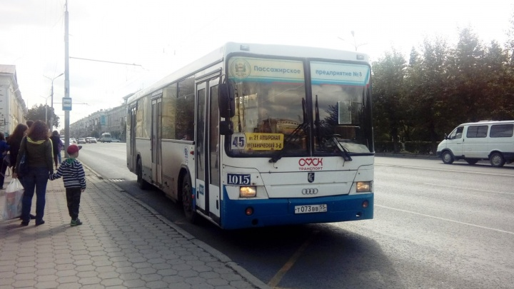 Двум автобусам временно изменили маршруты из-заремонта теплосетей вАмуре