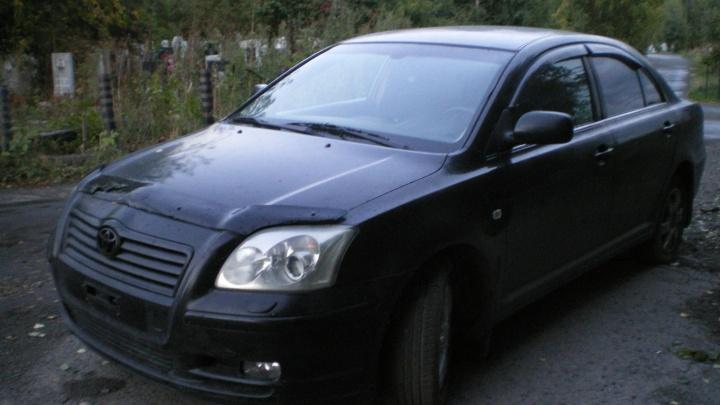 Новосибирец заявил в экстренную службу о странной черной «Тойоте», которая вторую неделю стоит у кладбища