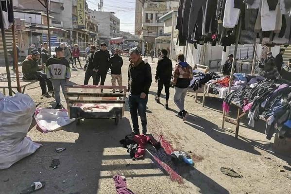 Иракские силы безопасности охраняют место теракта в Багдаде