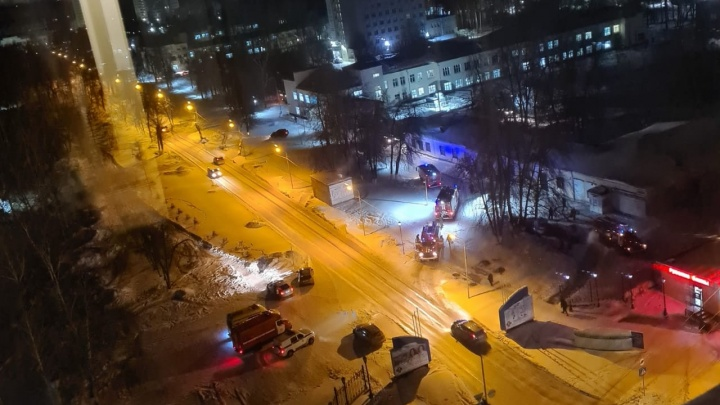 В Новосибирске загорелось здание диагностического центра