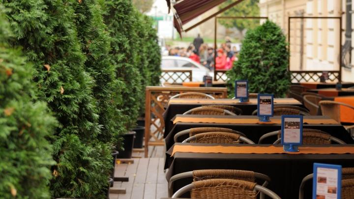 «А может, на веранду?»: какие рестораны Екатеринбурга открывают летники и сколько стоит там поесть