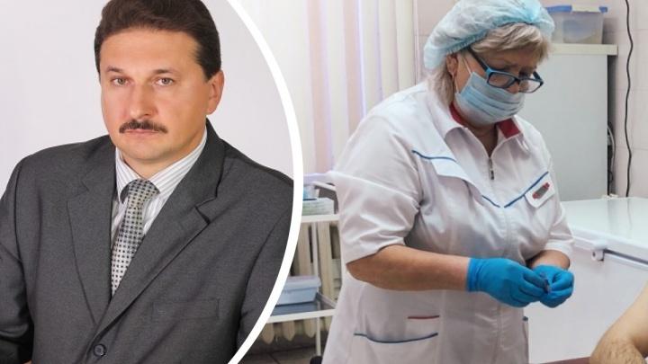 «Это политическое действо»: красноярский депутат-врач назвал экспериментом вакцинацию от ковида