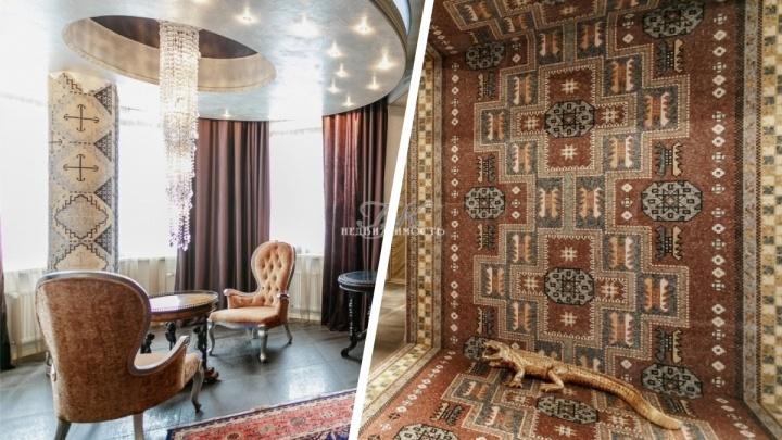 В центре Новосибирска продают экзотическую квартиру— навходе там статуя каймана. 10фото из элитного дома