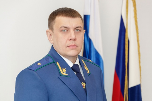У Праскова 20 лет стажа в органах МВД и прокуратуре