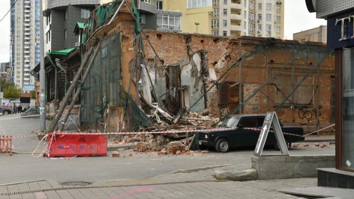 Суд дважды обязывал всё исправить: рассказываем, кто в ответе за рухнувший памятник возле «Гринвича»