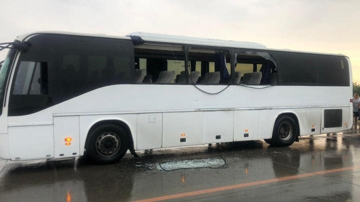 На трассе под Волгоградом грузовик протаранил пассажирский автобус. Есть пострадавшие