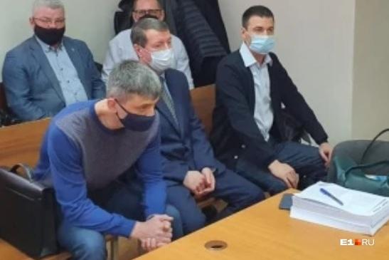 Владислав Вострецов — в переднем ряду слева. Справа от него Михаил Бусылко и Дмитрий Чуличков