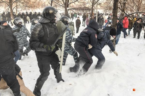 Сотрудники полиции написали ответные заявления на участников акции
