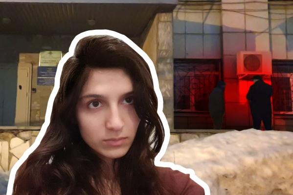 Трое мужчин восточной внешности поджидали Милану и ее адвоката у входа в отдел полиции, с ними была мать Миланы