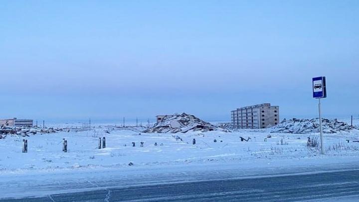В городе-призраке под Норильском снесли последние заброшенные девятиэтажки военного городка