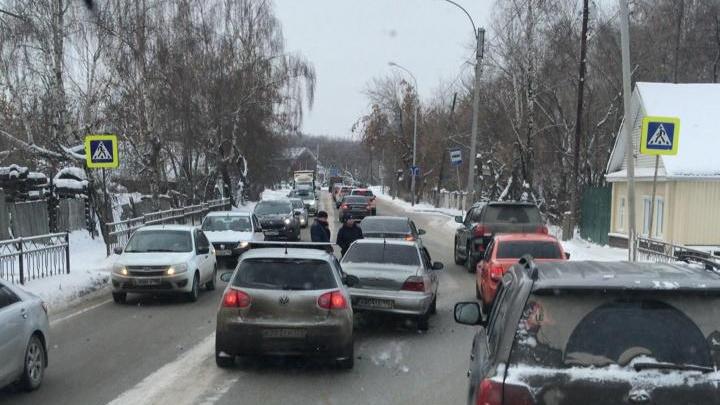 Пробки между Екатеринбургом и Березовским с нами надолго: когда расширят Проезжую