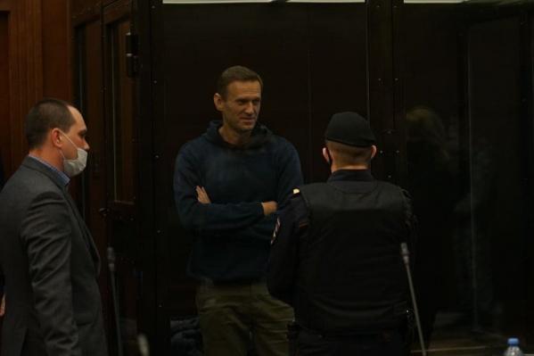 Политику Алексею Навальному заменили условный срок на реальный