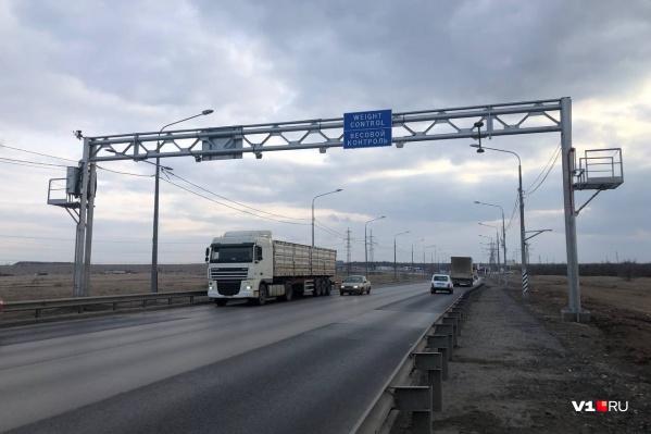 Перевозчики жалуются на штрафы, приходящие с автоматических весов в Волгограде