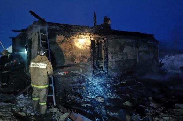 Предварительная причина пожара — неосторожное обращение с огнем