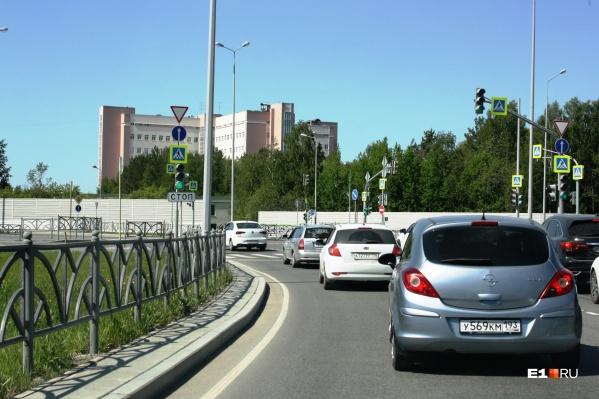 В Екатеринбурге изменили схему проезда на загруженном автомобильном кольце
