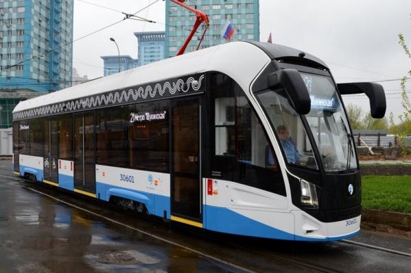 На таких трамваях московской компании «Трансмашхолдинг» будут ездить пассажиры из Екатеринбурга в Верхнюю Пышму и обратно