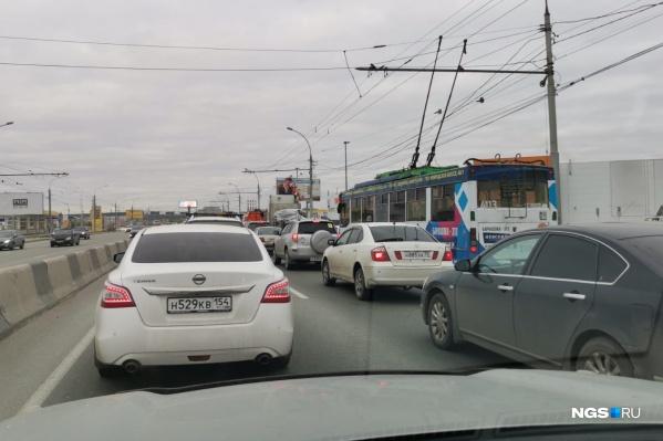 Как сообщают пользователи 2ГИС, на Димитровском мосту было сразу две небольшие аварии
