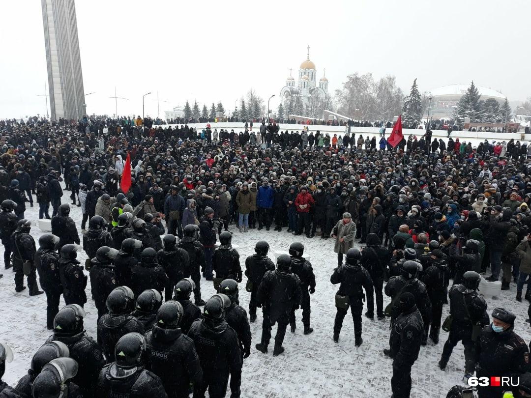 На площади собрались около 950 человек