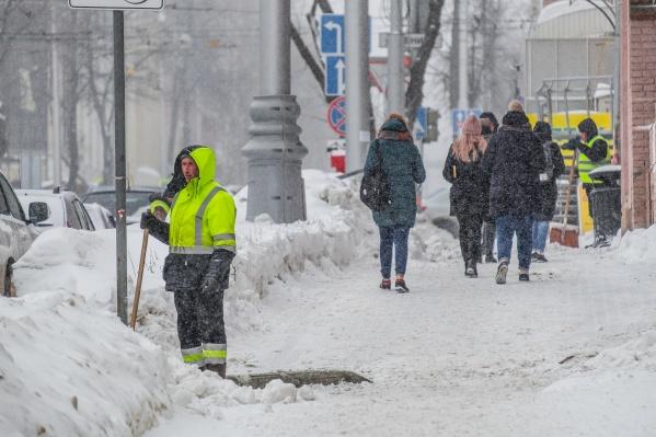 За прошедшие сутки подрядные организации вывезли 15 тысяч кубометров снега