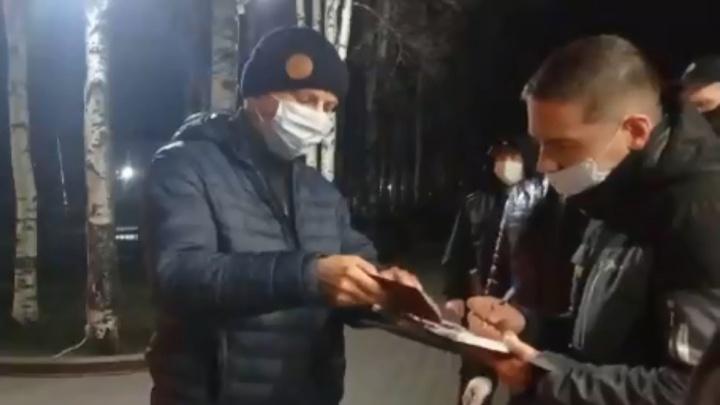 В Вельске полиция остановила активиста. По его словам, у него искали экстремистскую литературу