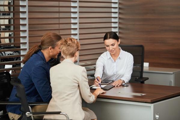 Сотрудник банка поможет рассчитать стоимость ОСАГО и оформить электронный полис
