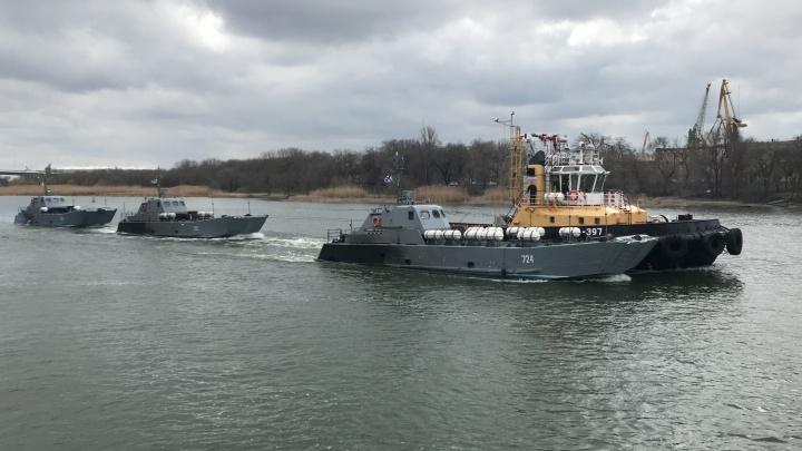 Боевые корабли Каспийской флотилии прошли через Ростов по направлению к Черному морю
