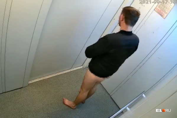Мужчину заметили около полудня в лифте