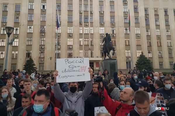 В результате несогласованной акции в Краснодаре задержали несколько человек