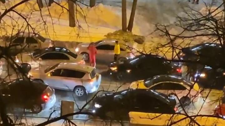 На главном городском проспекте Екатеринбурга образовалась пробка