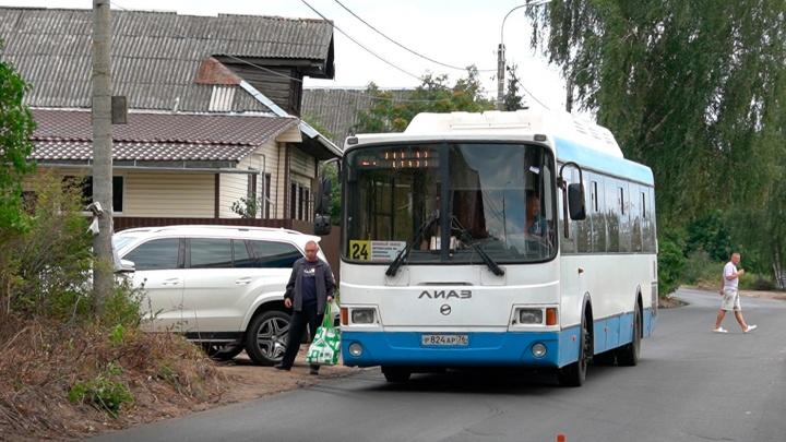 «Мы не сможем попасть к себе»: в Ярославле запроектировали остановку на входе в жилой дом