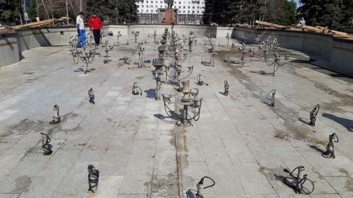 Власти назвали дату запуска светомузыкального фонтана на площади Революции в Челябинске