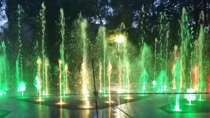 В Омске закончили делать музыкальный фонтан площадью 200 квадратов