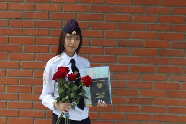 Молодая следователь получила диплом академии МВД два года назад