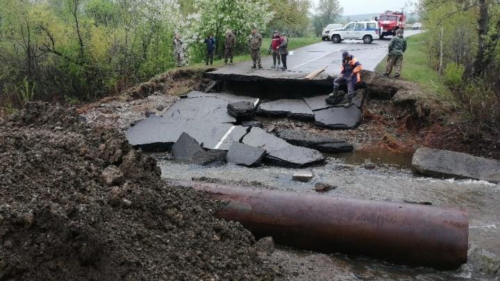 «Куры потонули, деревня отрезана»: паводки на юге края начинают отступать