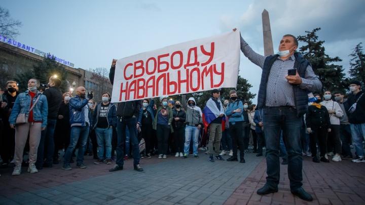Задержания, слезоточивый газ и полиция в штатском: главные кадры несанкционированной акции протеста в Волгограде