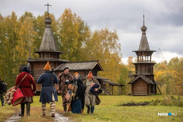 Реконструкторы Средневековья органично вписались в архитектуру построек музея в Академгородке
