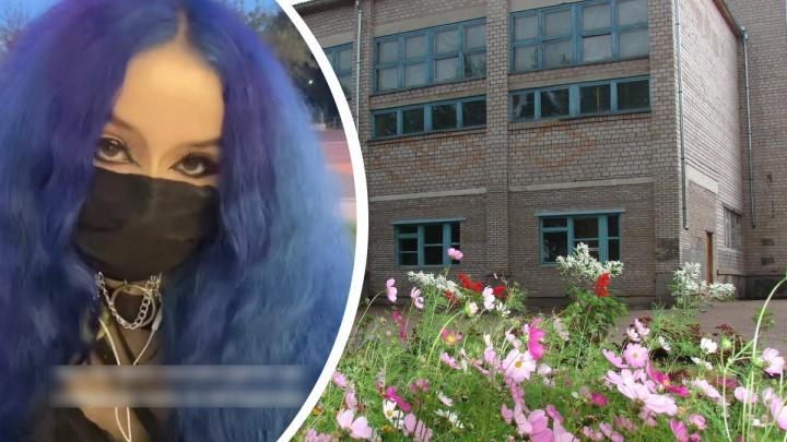«Преступные волосы»: школьницу осудили за внешность, а она обвинила учителей в доведении до истерики