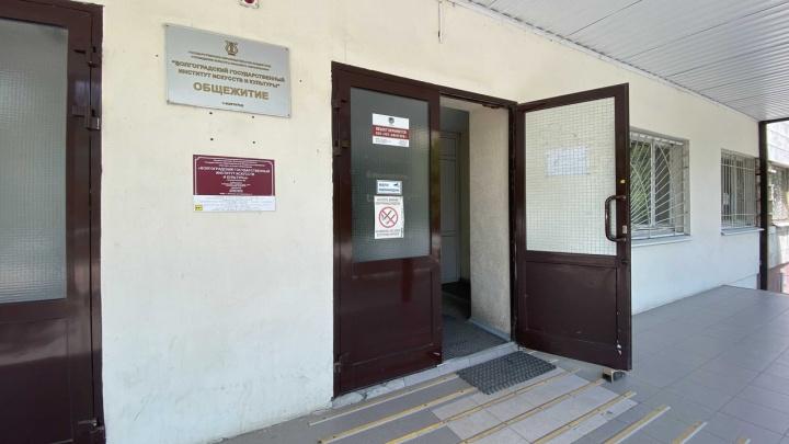 «Не вакцинировался? Выселим»: не привитых от COVID студентов ВГИИКа пообещали выгнать из общежития