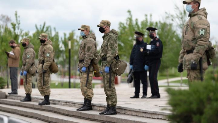 «Без пояснений, просто разворачивают!»: в Волгограде в День Победы не пускают людей на Мамаев курган