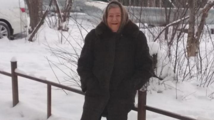 Разыскивают волонтеры и полиция: в Новоберёзовском пропала 77-летняя бабушка