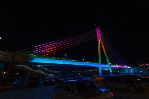 Поездка по пешеходному мосту может обернуться наказанием для водителя в виде административного штрафа