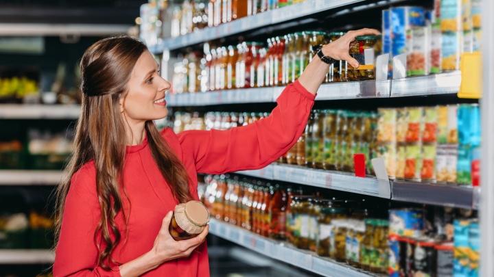 Сыр — за 100 рублей, шоколад — за 50: где в Екатеринбурге выгодно и быстро купить продукты у дома
