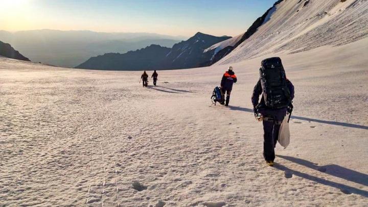 На Алтае достали тело погибшего новосибирского альпиниста Георгия Шевелева